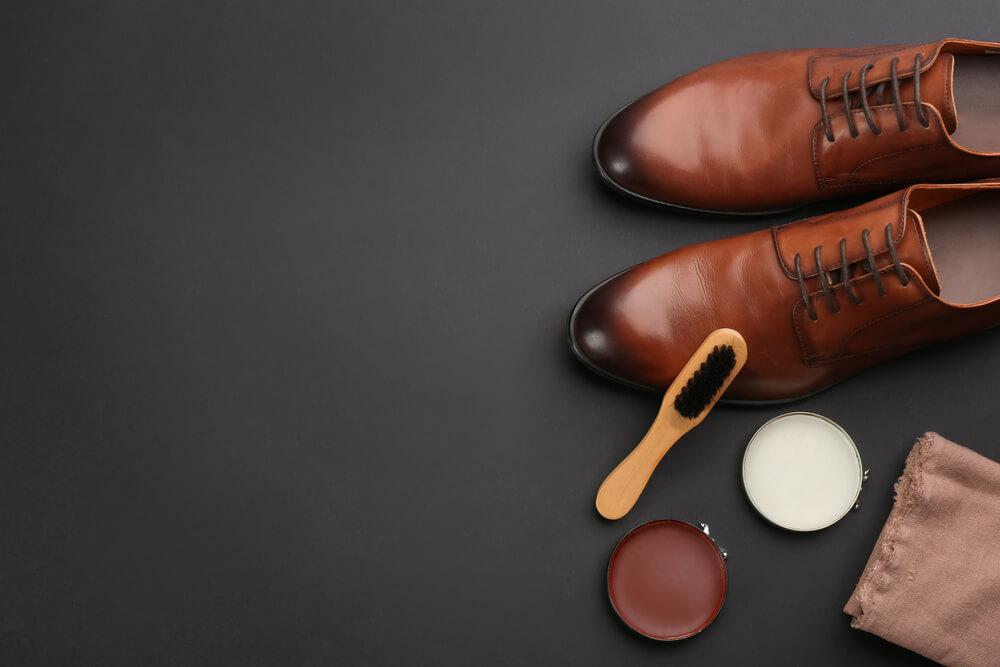 Jasa cuci sepatu, tas, dan topi