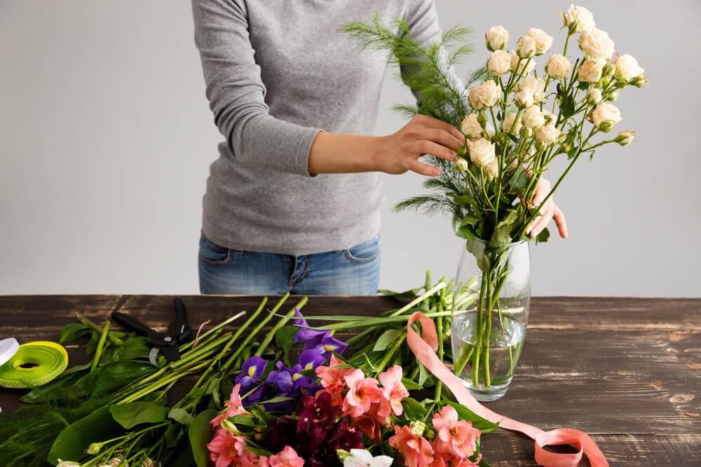 Merangkai tanaman artifisial