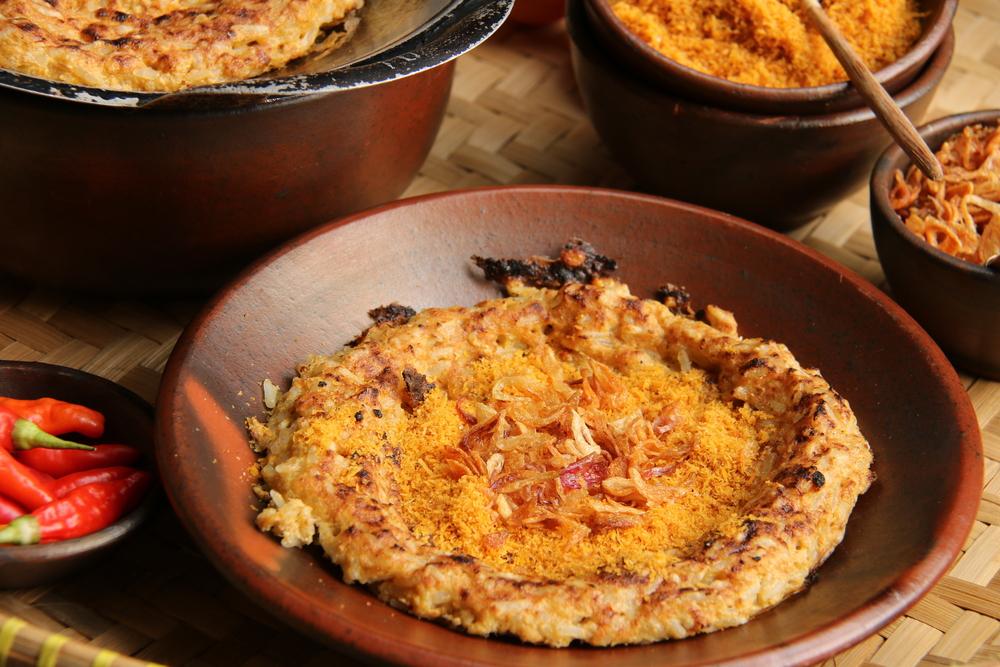 Kerak Telor, makanan khas betawi legendaris